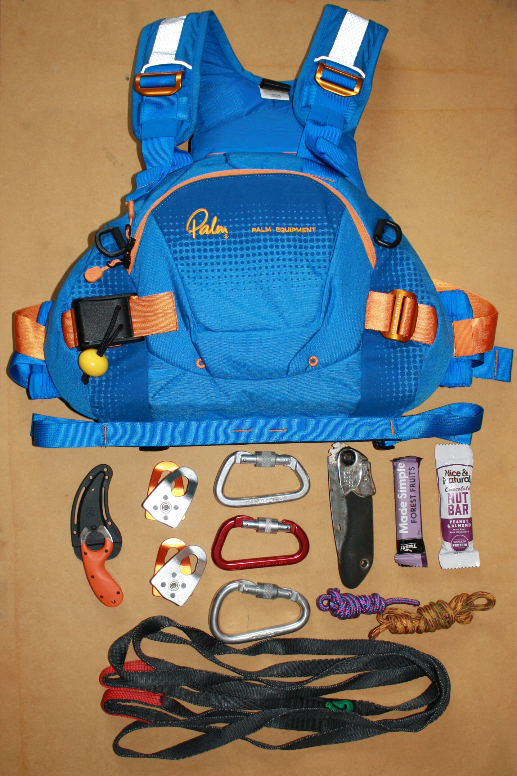 What fits in the pocket of a Palm FXr rescue PFD